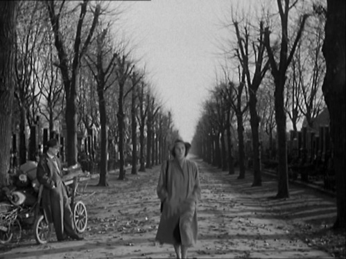 Anna Schmidt (Alida Valli) walks past Holly Martins at the Zentralfriedhof cemetery outside Vienna