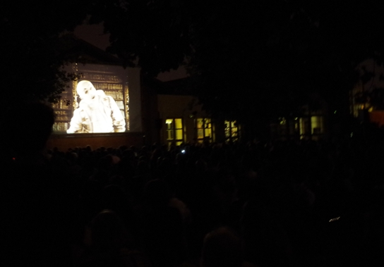 Night-time open-air screening of La Princesse aux Clowns in the Piazetta Pier Paolo Pasolini, Bologna