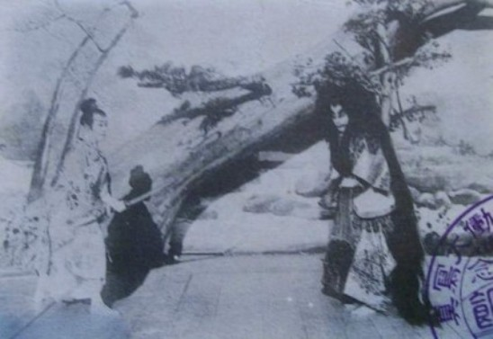 Ichikawa Danjuro IX (right) and Onoe Kikugoro V in Momiji-gari (Viewing Scarlet Maple Leaves), filmed by Shibata Tsunekichi in November 1899