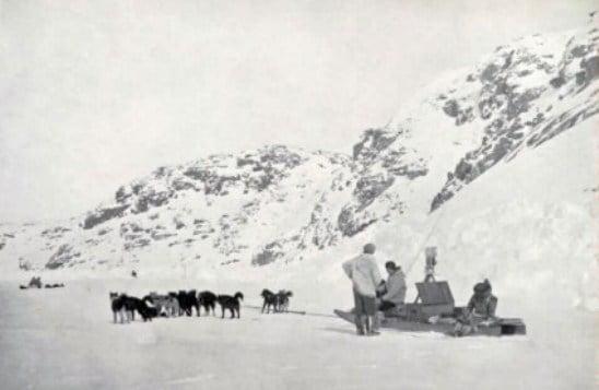 Robert Flaherty filming Nanook of the North