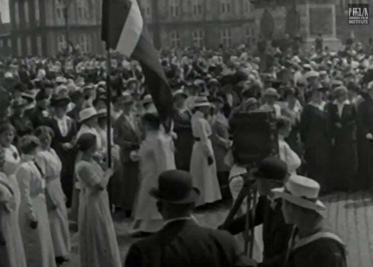 Grundloven 1915, with camera operator