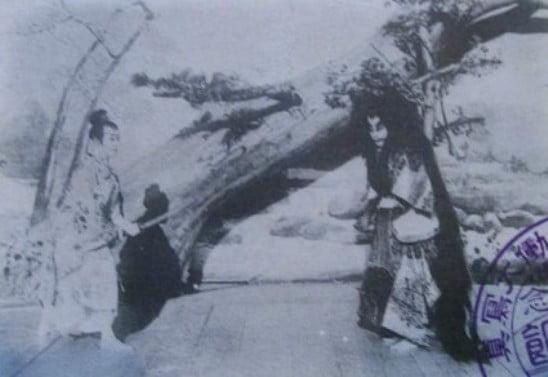 Ichikawa Danjuro IX (right) and Onoe Kikugoro V in Momiji-gari (Viewing Scarlet Maple Leaves), filmed by Shibata Tsunekichi in November 1899