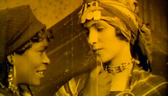 Haydée Chikly (right) (the festival's online catalogue says this is from Zohra but I think it is her other film Ain el-Ghezal), via http://www.cinetecadibologna.it